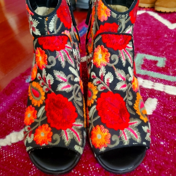 Is Crown vintage floral embroidered cowboy boots